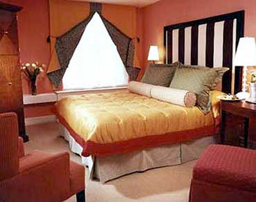 Guestroom at the Allegro Hotel in Chicago